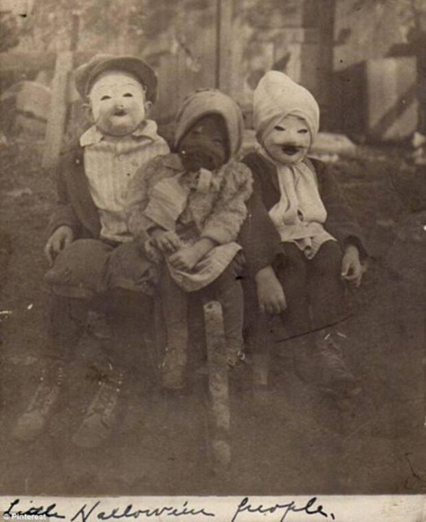 What halloween looked like in 1900.