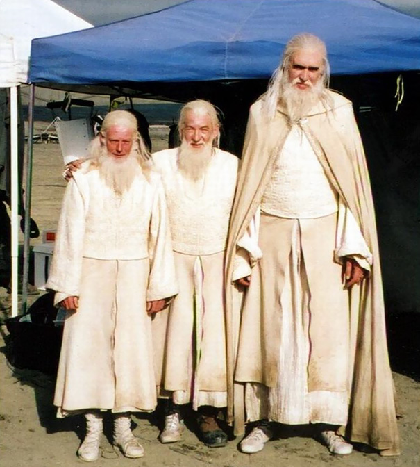Ian Mckellen With His Stunt Doubles On The Set Of Lotr