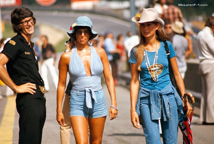 Lotus team manager Peter Warr admires Nina Rindt and her friend on a walk in the pitlane
