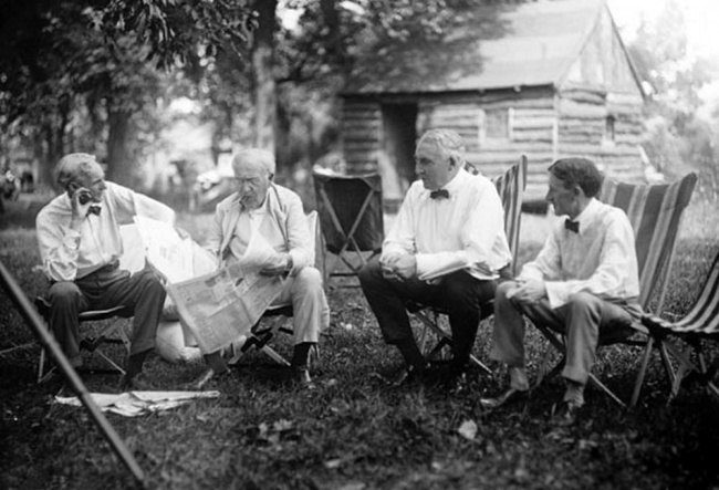 Henry Ford, Thomas Edison, the 29th President of the United States Warren G. Harding, and businessman Harvey Firestone, in 1921.
