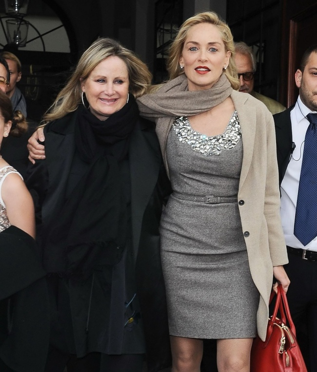 Sharon Stone with her younger sister Kelly