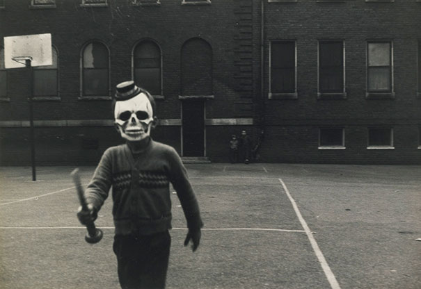 scary-vintage-halloween-creepy-costumes-21-57f64ea45a10e__605