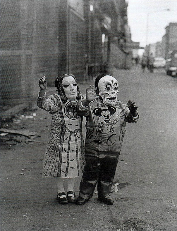 scary-vintage-halloween-creepy-costumes-44-57f662475b93f__605