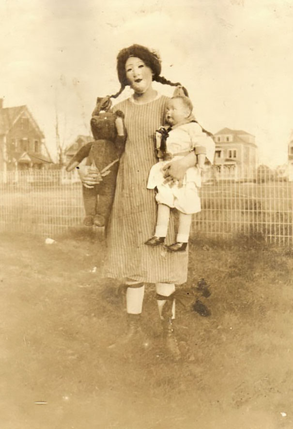 scary-vintage-halloween-creepy-costumes-74-57f7554223a68__605