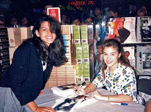 15-year-old-eva-mendes-getting-an-autograph-from-17-ye
