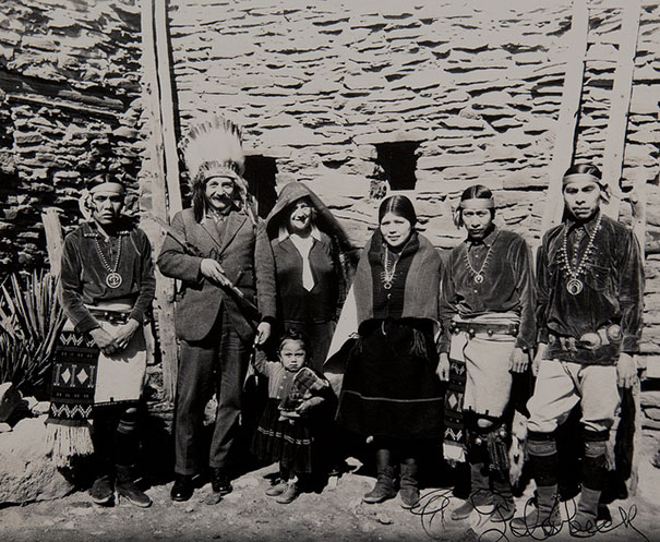 albert-einstein-in-a-traditional-headdress-at-the-grand-canyon-with-a-local-tribe-in-1922