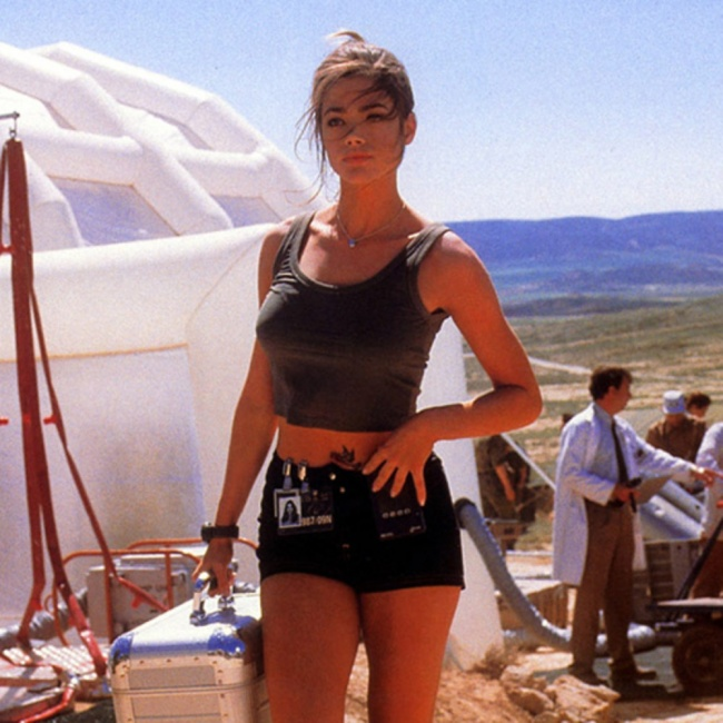 1999 Denise Richards