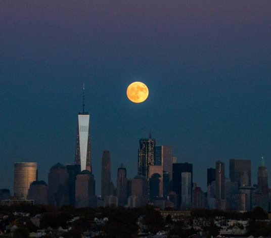 a-supermoon-over-manhattan-in-november