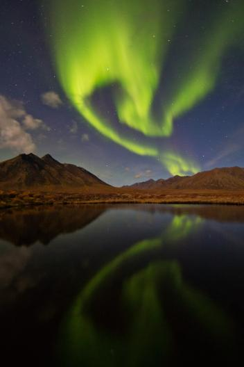 in-canadas-yukon-territory-the-clouds-parted-and-a-solar-storm-reached-earth