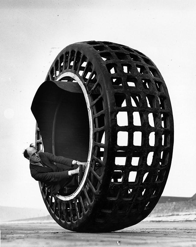 a-monowheel-electric-vehicle-25-mph-40-kmh-1932