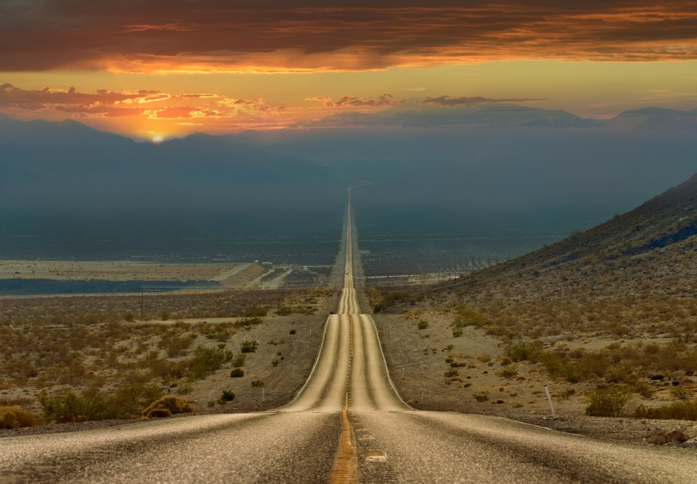 the-road-through-death-valley-usa